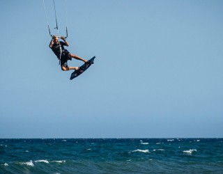 Learn kiteboarding or wakeboarding Header